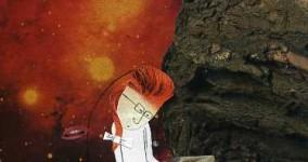 Marianne tappar ett papper i rymden